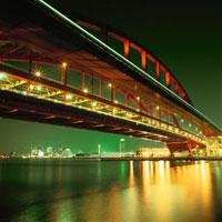 ポートアイランド北公園から神戸大橋越しに望むハーバーランド