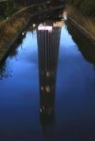 北十間川と川に映る建築中の東京スカイツリー