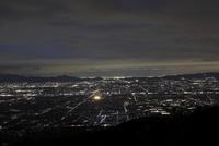龍王山から望む奈良盆地と大阪・神戸方面の夜景