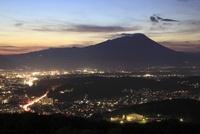 岩山公園から望む盛岡市街と岩手山の夜景