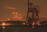 東扇島西公園から眺める扇島方面の夜景 02350002840| 写真素材・ストックフォト・画像・イラスト素材|アマナイメージズ