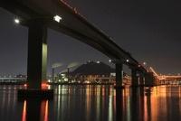 平成ヶ浜付近から眺める広島呉道路(手前)と黄金山の夜景