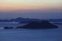 屋島から望む男木島と瀬戸内海の夕景