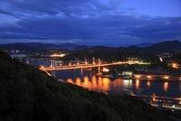 浄土寺山展望台から望む尾道水道と尾道大橋の夜景