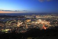 皿倉山から眺める北九州の夜景と響灘