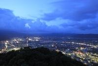 愛宕山公園から眺める延岡市街の夕景