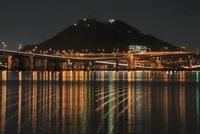 平成ヶ浜付近から眺める仁保ジャンクションと黄金山の夜景