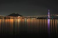 平成ヶ浜付近から眺める海田湾と海田大橋の夜景