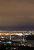 ウエストバンクーバーから望むバンクーバー市街の夜景