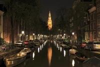 アムステルダムの運河と南教会の夜景