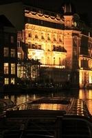 運河とホテル デ・ローロップのライトアップ 02350003061| 写真素材・ストックフォト・画像・イラスト素材|アマナイメージズ