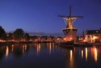 ハーレムの夕暮れと風車 02350003091| 写真素材・ストックフォト・画像・イラスト素材|アマナイメージズ