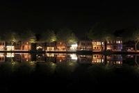 アムステルダム郊外の水辺の夜景 02350003099| 写真素材・ストックフォト・画像・イラスト素材|アマナイメージズ