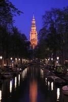 アムステルダムの運河と南教会の夕景