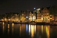 アムステル川のボートハウスと運河の夜景 02350003104| 写真素材・ストックフォト・画像・イラスト素材|アマナイメージズ
