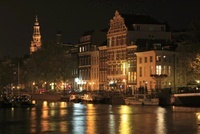 アムステル川のボートハウスと運河の夜景 02350003107| 写真素材・ストックフォト・画像・イラスト素材|アマナイメージズ