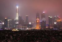 外灘(バンド)から眺める浦東の高層ビルの夜景
