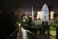 函館聖ヨハネ教会と函館の夜景