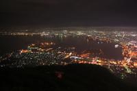 函館山から眺める函館の夜景