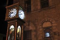 夜の蒸気時計