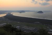 鏡山から眺める唐津湾の夕景