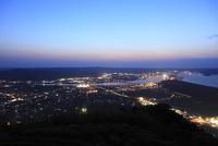 鏡山から眺める松浦川と唐津市街の夜景