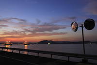 徳山湾の夕景 02350003382| 写真素材・ストックフォト・画像・イラスト素材|アマナイメージズ