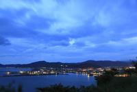 小浜公園展望台から眺める小浜市街の夜景 02350003402| 写真素材・ストックフォト・画像・イラスト素材|アマナイメージズ