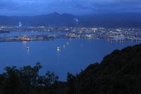太華山から望む徳山湾と周南市工場地帯の夕景