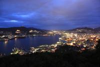 鍋冠山公園から長崎港と長崎市街の夜景を望む
