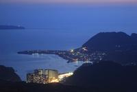 稲佐山展望台から長崎の夜景を望む