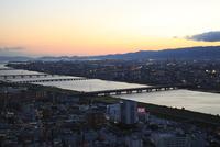 梅田付近から望む新淀川の夕景