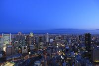 梅田付近から望む大阪の夕景