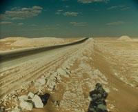 砂漠の一本道 02355000032| 写真素材・ストックフォト・画像・イラスト素材|アマナイメージズ