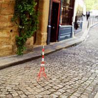 石畳の通りと東京タワーのミニチュア 02360000240| 写真素材・ストックフォト・画像・イラスト素材|アマナイメージズ