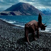 波打ち際に立つカスモサウルス