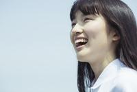 笑顔の女子高生 02381000600| 写真素材・ストックフォト・画像・イラスト素材|アマナイメージズ