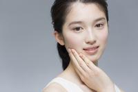 日本人女性のビューティーイメージ 02381000767| 写真素材・ストックフォト・画像・イラスト素材|アマナイメージズ