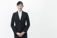 リクルートスーツの若い女性 02381001254| 写真素材・ストックフォト・画像・イラスト素材|アマナイメージズ