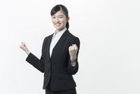 リクルートスーツの若い女性 02381001258| 写真素材・ストックフォト・画像・イラスト素材|アマナイメージズ