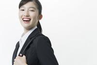 リクルートスーツの若い女性 02381001261| 写真素材・ストックフォト・画像・イラスト素材|アマナイメージズ