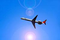 青空を飛ぶ旅客機 02387000034| 写真素材・ストックフォト・画像・イラスト素材|アマナイメージズ