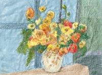 窓辺のひなげしの花