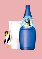 静物_ミネラルウォーターとペンギン 02412000112| 写真素材・ストックフォト・画像・イラスト素材|アマナイメージズ