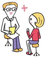 診察室で医師の診断を受ける女性