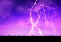 雷の落ちる平原