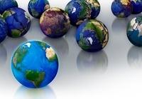 壊れた地球と青い地球