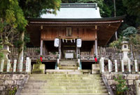 有馬稲荷神社の境内 02431000083| 写真素材・ストックフォト・画像・イラスト素材|アマナイメージズ