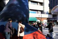 モニュメントのあるJR新長田駅前若松公園 02431000089| 写真素材・ストックフォト・画像・イラスト素材|アマナイメージズ