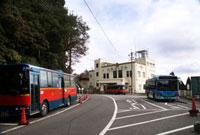 六甲ケーブル六甲山上駅と六甲山上循環バス 02431000090| 写真素材・ストックフォト・画像・イラスト素材|アマナイメージズ